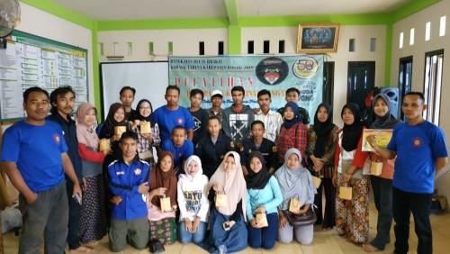 Pelatihan Pembuatan Kerajinan Tangan bagi Pemuda-Pemudi